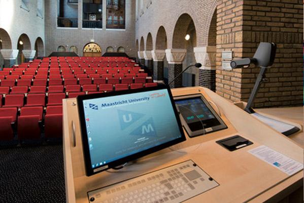 Installatie in een zaal van de universiteit in Maastricht