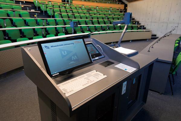 Presentatietafel in universiteit maastricht