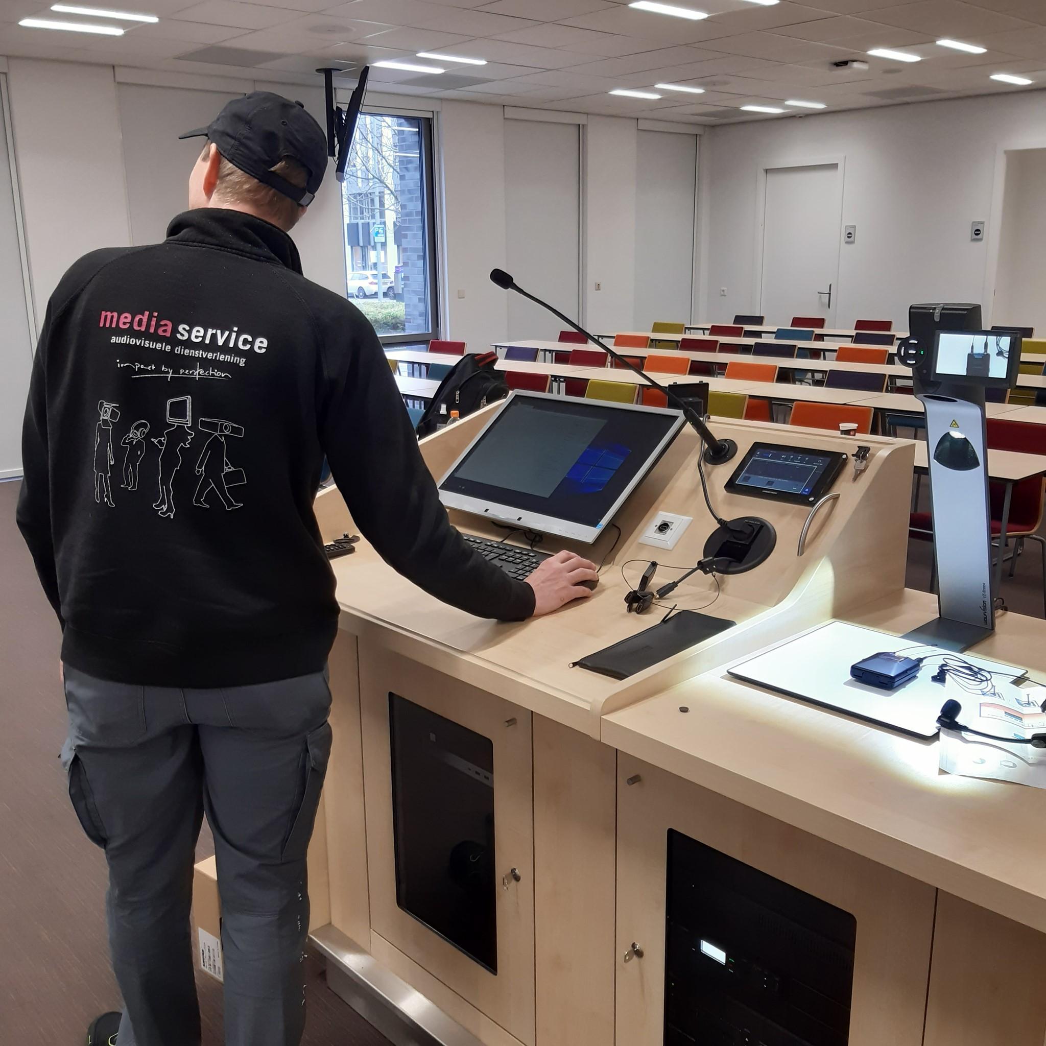 Maastricht University-DKE-collegezaal-bediening
